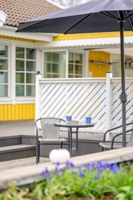 1-plansvilla med fantastiskt läge på Söderbyvägen, underbart soldäck med pool!