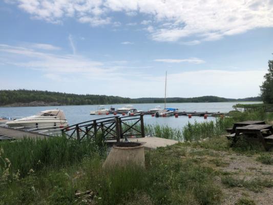 Vill du bo lantligt med närhet till havet endast ca 30 min från Stockholm?